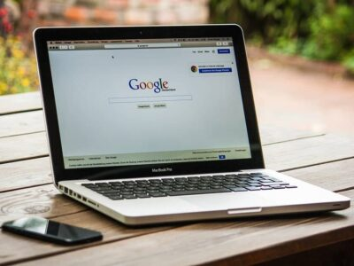laptop-google-wyszukiwarka